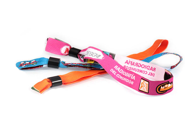 Polyester Label Woven Cloth Wristbands Beautiful Appearance EU Standard Compliant