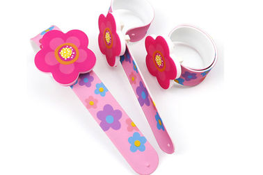 China 220*25*2mm Silicone Slap Bands , Delicate Snap Bracelets With Flow Shape Charm factory